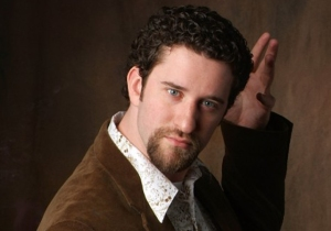 Screech is into kinky fuckery. Check his IMDB page.